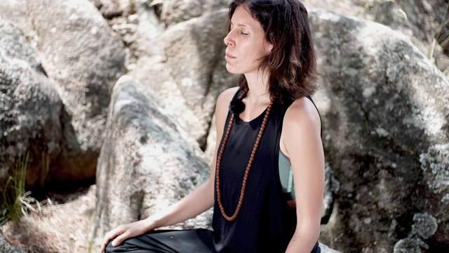 Descubre los ejercicios para realizar Khechari Mudra